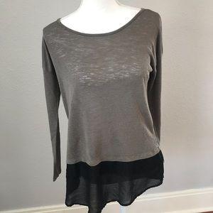 Wallpapher Gray & Black Long Sleeve Top